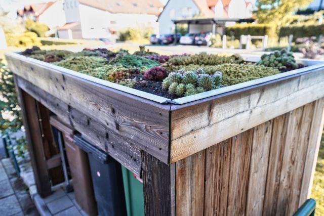 Müllhäuschen mit Grünbedachung